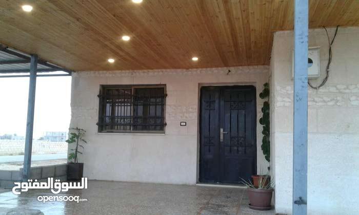This aqar property consists of 4 Rooms and 2 Bathrooms in Mafraq Al-Khalidya