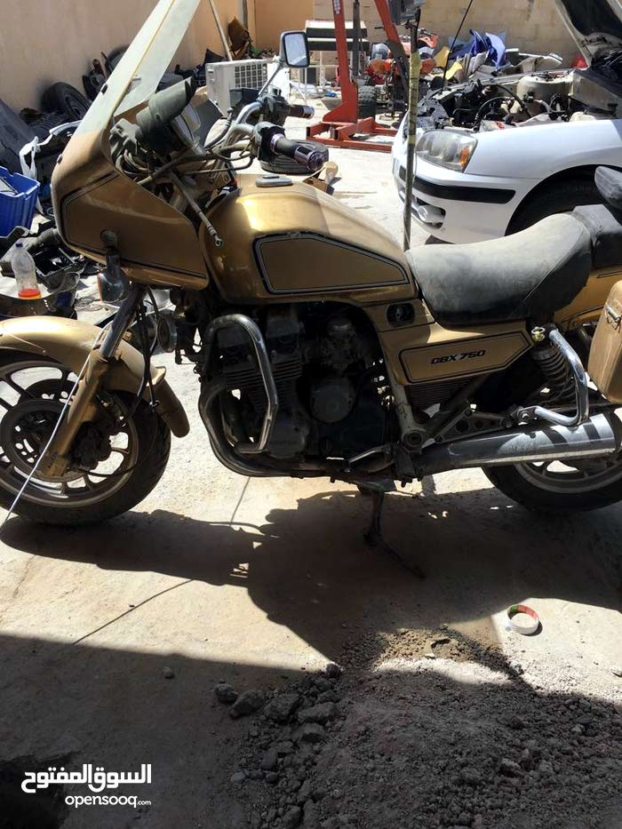 Used Honda motorbike up for sale in Bahla