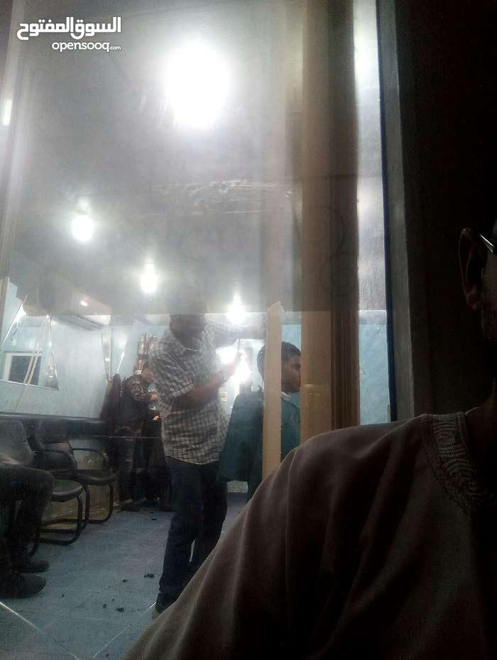 مطلوب حلاق للعمل في طرابلس