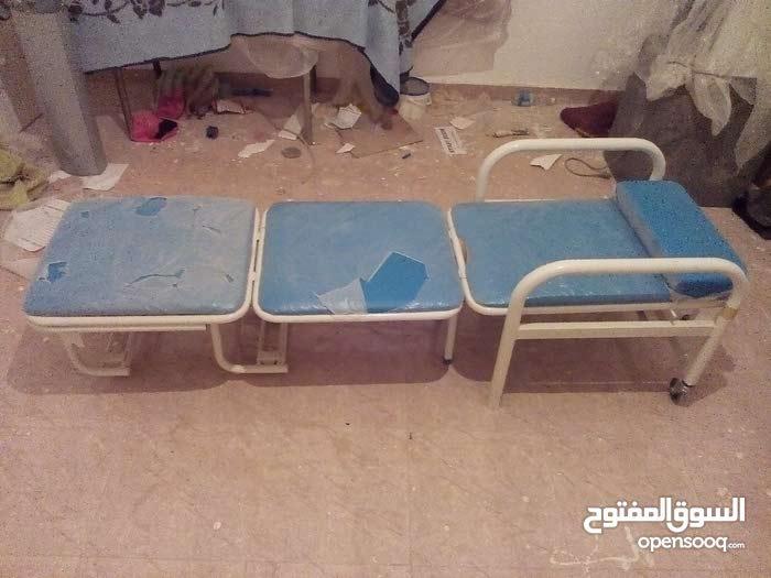 سرير طبي يتحول لكرسي بعجلات متحرك