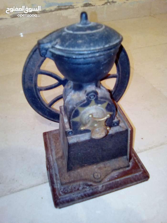 ماكينة لطحن القهوة قديمة جدا
