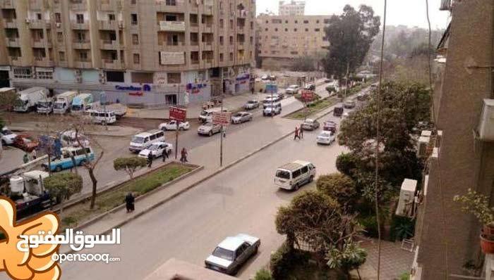 شثة للبيع دورثالث واجهه على شارع الجزائرالرئيسي مباشرة بالمعادى الجديدة