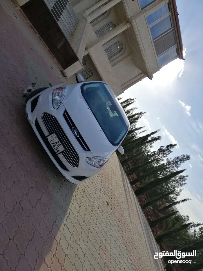 Ford C-MAX car for sale 2015 in Zarqa city