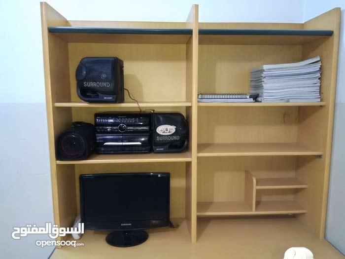مكتب للدراسه والحاسوب