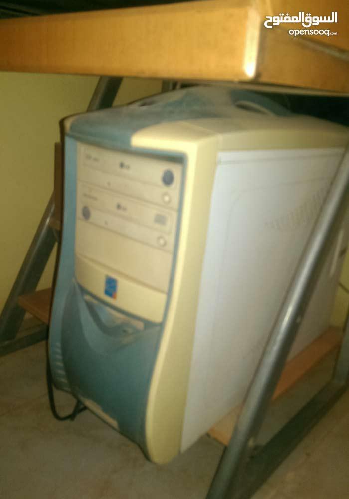 كمبيوتر مكتبي + شاشة + تربيزة