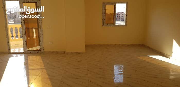 شقه للإيجار 200 م في الشيخ زايد الحي الثامن المجاورة 2