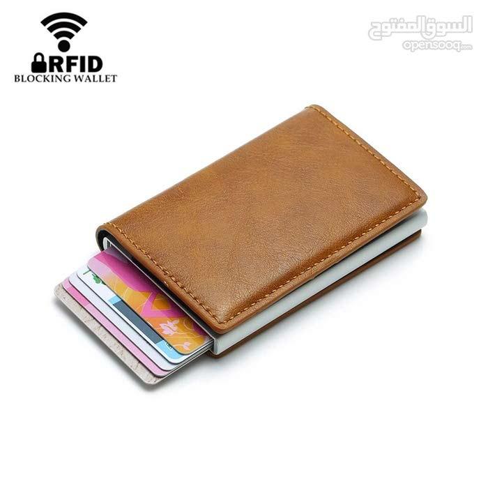 محفظة نقود وحاملة بطاقات