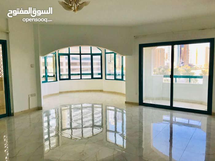 شقة 4 غرف للايجار تكييف على المالك في الشارقة