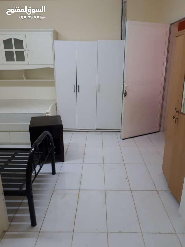 عندي غرفتين للايجار شامل الكهرباء والماء  يفضل للسيدات اوعائله صغيره