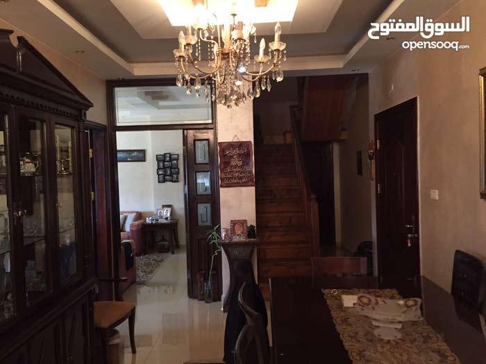 شقة مميزة طابق 3 مع ترس في مرج الحمام للبيع
