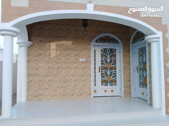 Al Maabilah property for sale with 5 rooms