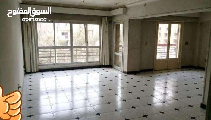 شقةللبيع150م واجهه على شارع الجزائرالرئيسي امام كارفوراكسبريس بالمعادى الجديدة