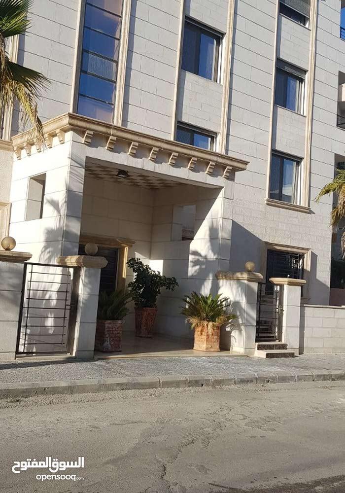 شقة 130م مقابل مسجد الهادي /طريق المطار