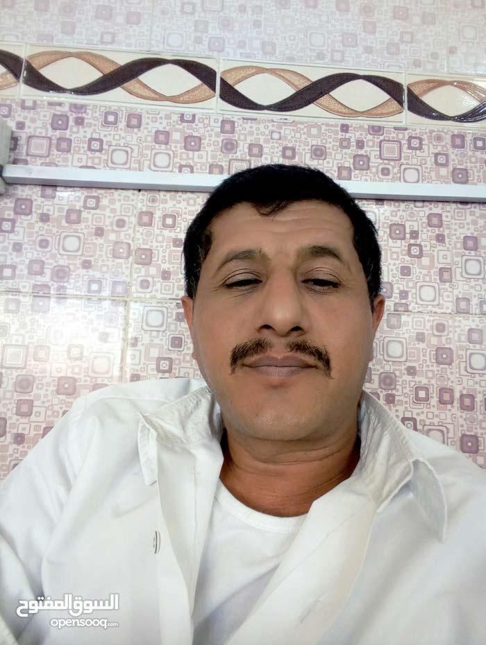 حارس   يبحث عن عمل. الجنسيه اليمن  ورخصه سياقه موجوده