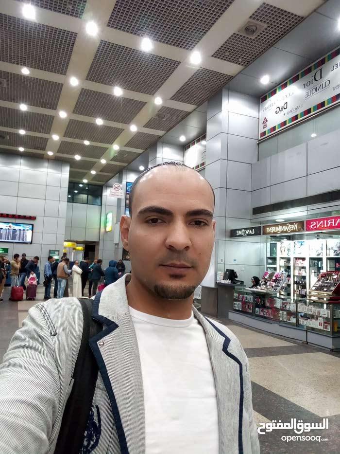شاب مصري زيارة يرغب في عمل