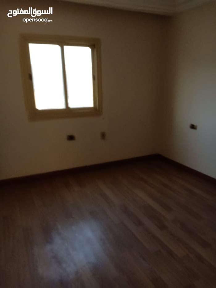 شقة بفيلا 160م واجهة بحرية الشيراتون الدور ثاني علوي بدون اسانسييرللسكن فقط