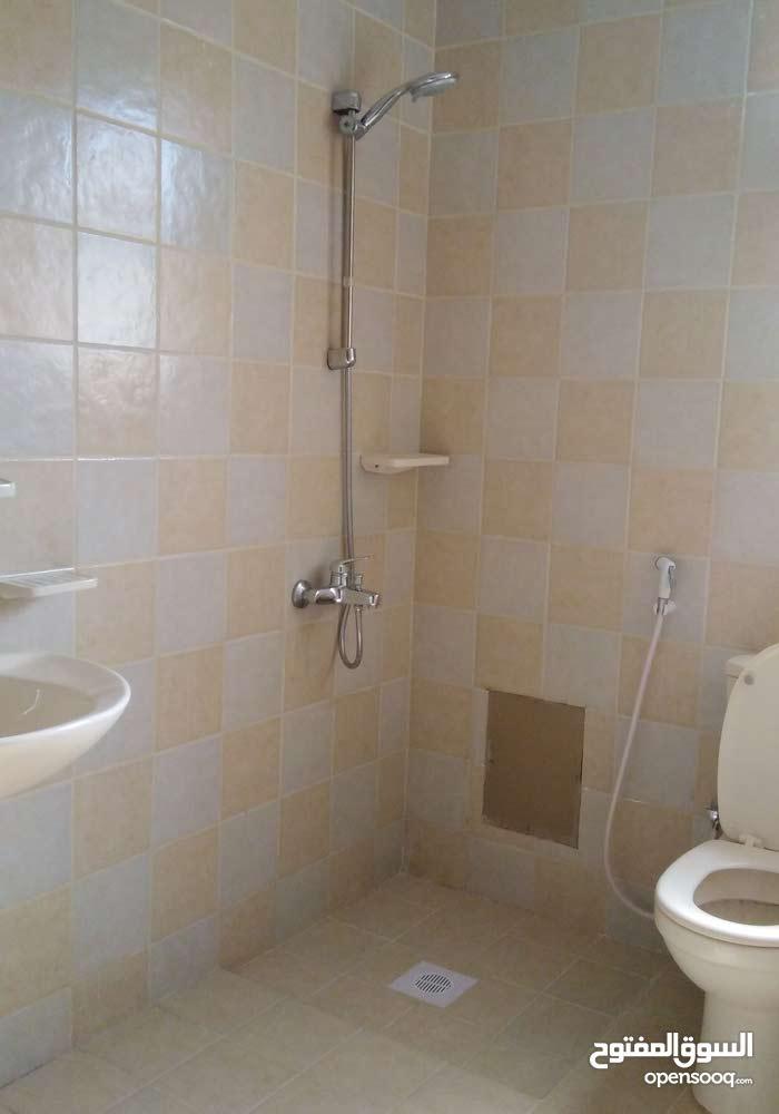 شقة سكنية للايجار شاملة في قلالي
