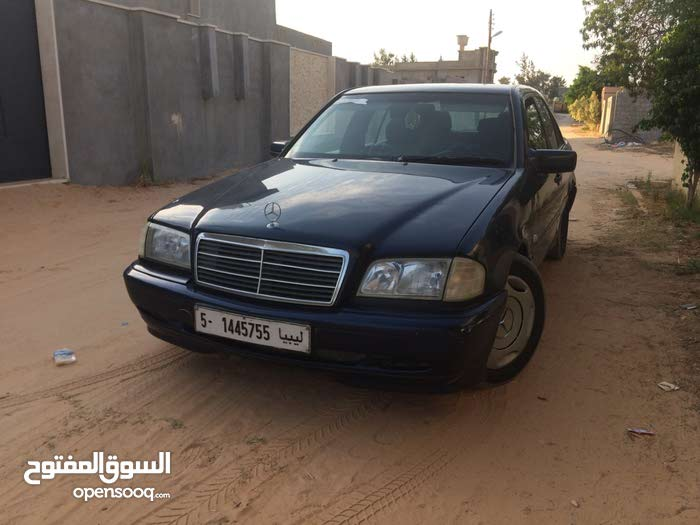 Used condition Mercedes Benz C 180 1999 with +200,000 km mileage