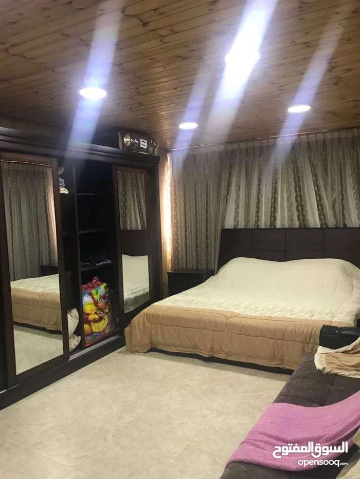 شقة لقطة للبيع ضاحية الرشيد ثالث مع روف مبني