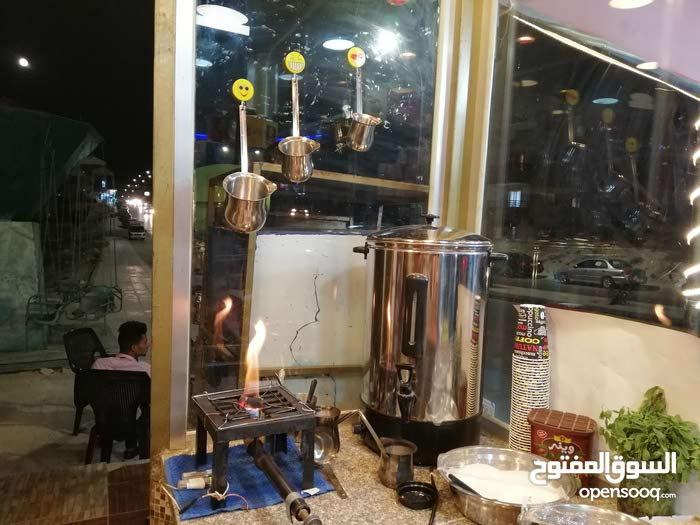 قهوى للبيع على شارع رئيسي بالزرقاء لجديده شارع 26 موقع مميز شغاله 100%البيع