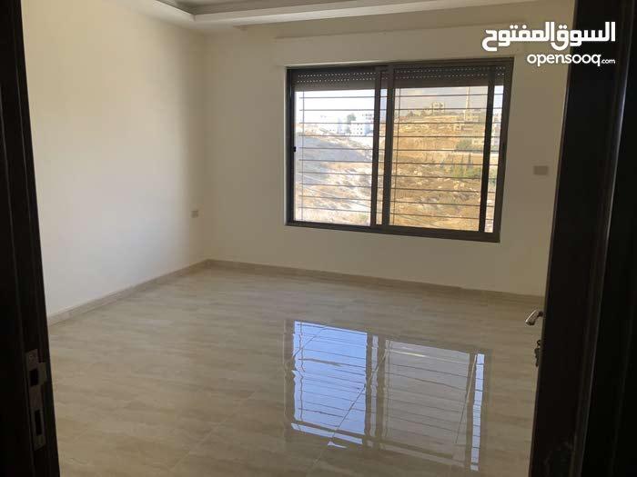 شقة للايجار خلف مطعم زمبق - شارع المطار - دخلة سوبر ماركت 911