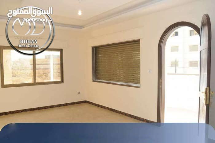 شقه للبيع تلاع العلي خلف طواحين الهوا مساحه 165م طابق ثالث مع روف