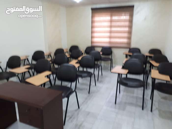 أكاديمية للخدمات التعليمية و التدريبية بموقع تجاري مميز للبيع