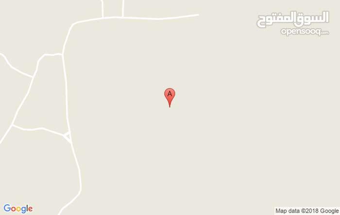 أرض للبيع في ولاية الحمراء في مرتفعات الحمراء  (دعن القريه) ارض مستويه   قريب خد