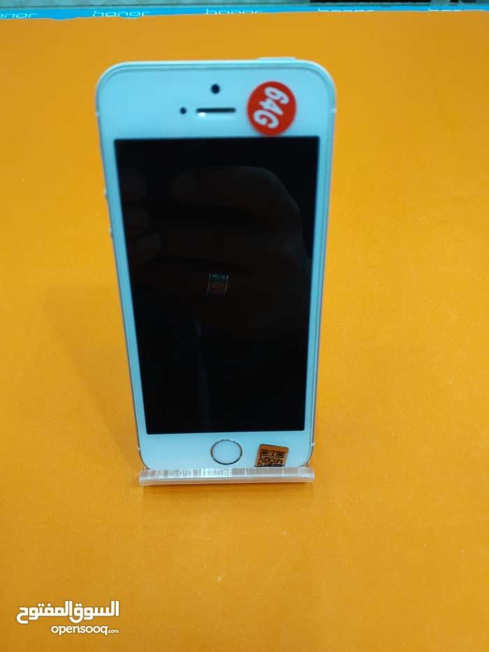 ايفون SE مستخدم مساحة 64 جيجا نظافه 100٪ مع ضمان ذهبي