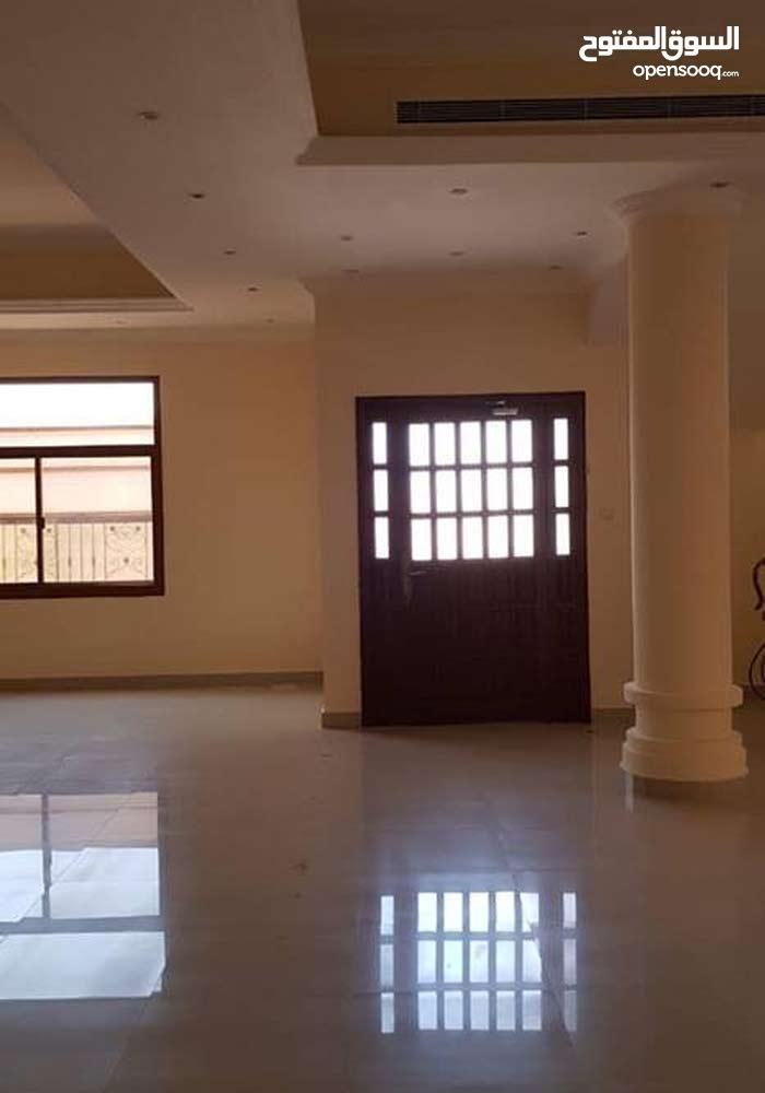 للايجار مجمع سكني منطقة خليفة أ بتكون من عدد 5فلل فى موقع مميز قريب من الخدمات