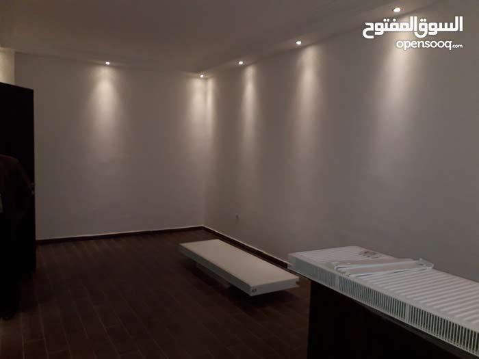 شقة استوديو 70م في ضاحية النخيل خربة سكا شبه أرضي مدخل خاص مع ساحة 50م