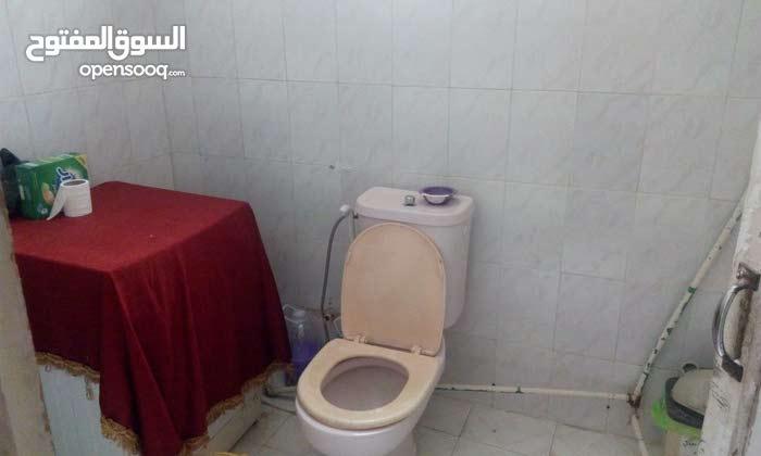 Al Zawahra neighborhood Zarqa city - 140 sqm apartment for sale