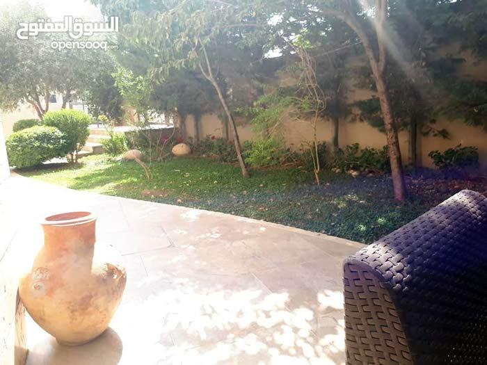 عبدون شقه ارضيه مفروشه فخمه للإيجار مع حديقه كبيره