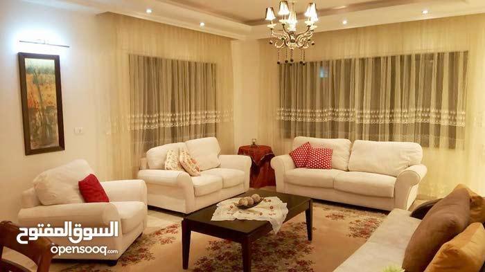 شقة طابقية للايجار  بدير غبار