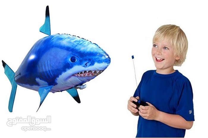 لعبة سمكة القرش الطائرة