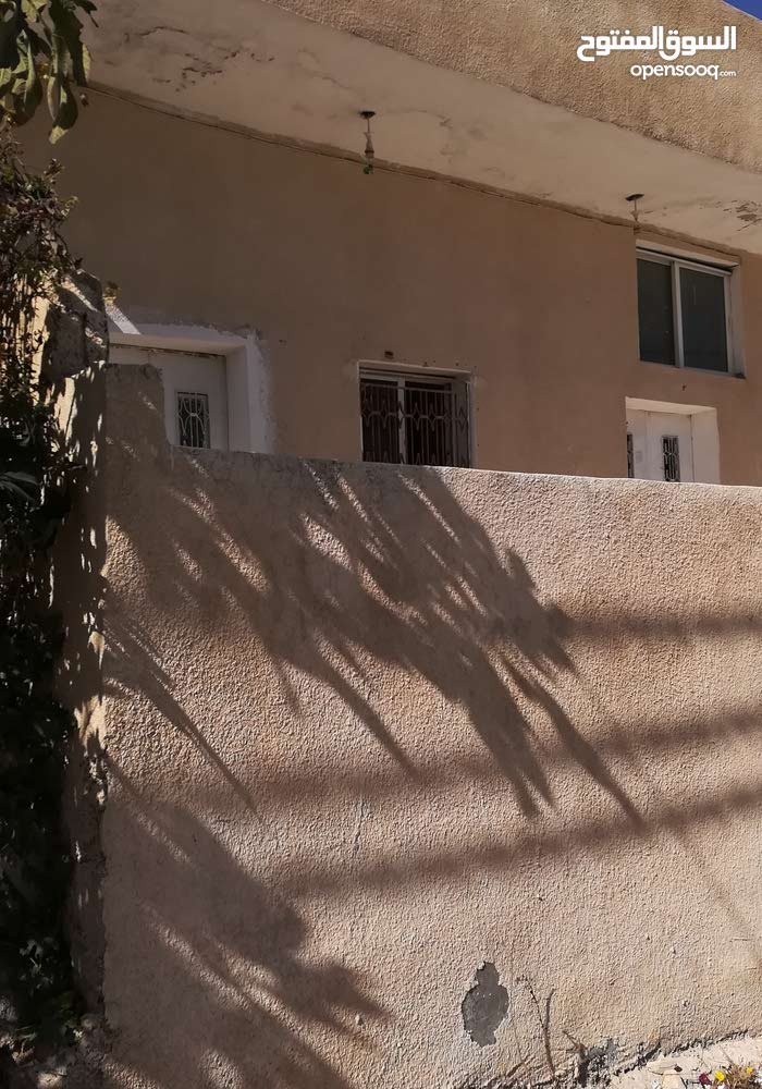 Villa in Irbid and consists of 3 Rooms and 1 Bathrooms