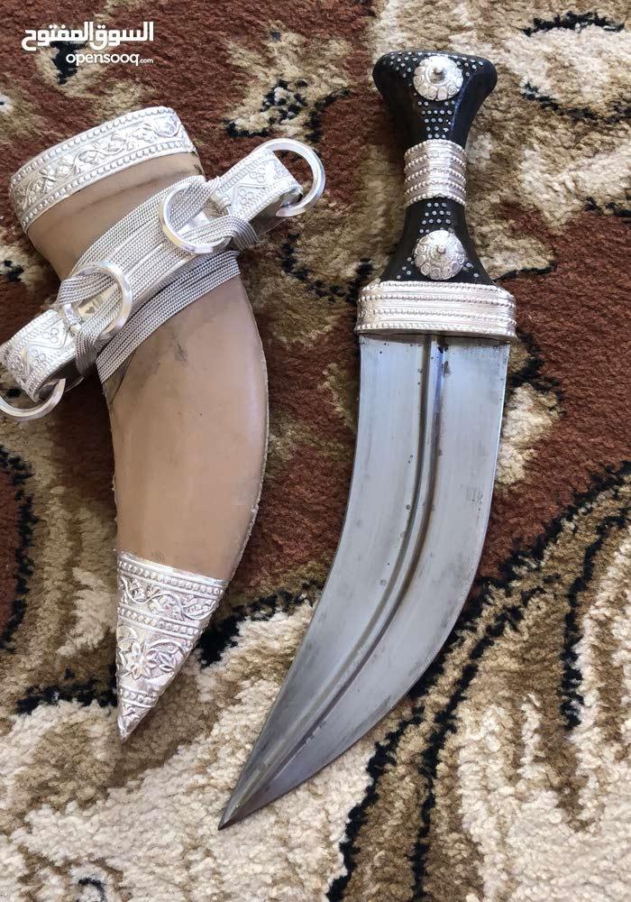خنجر للبيع من النوع الجيد راس صيفاني يمني من النوع الجيد والنصله جديمى