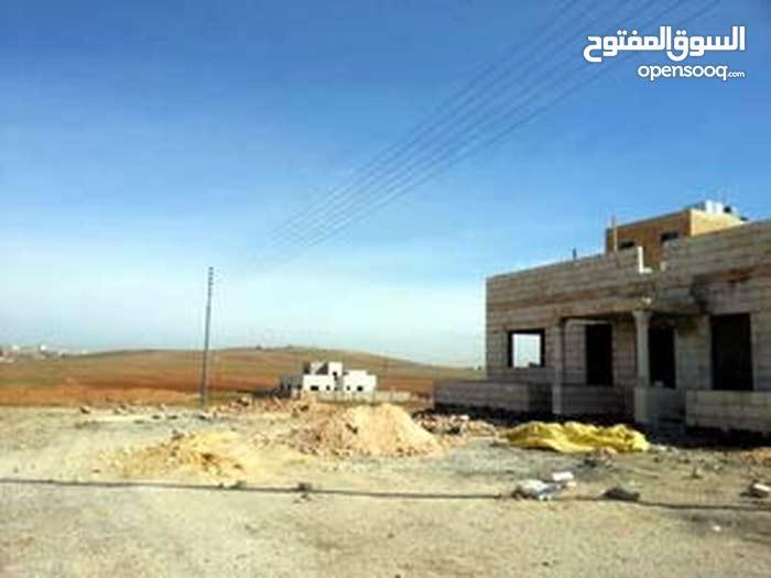 قطعة أرض مرتفعة على طريق المطار منطقة اللبن حوض أبو دبوس للبيع