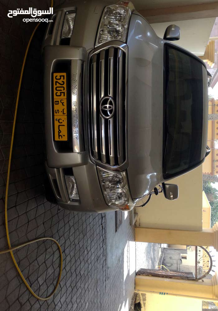 Automatic Toyota 2010 for sale - Used - Liwa city