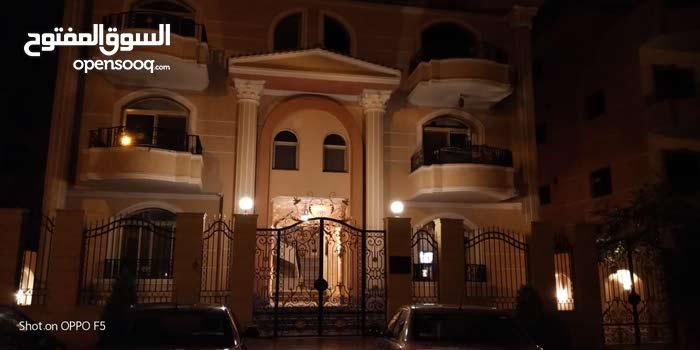 اسكن او استثمر في فيلا  بارقي مناطق التجمع الخامس بافضل سعر واميز تشطيب داخليا وخارجيا