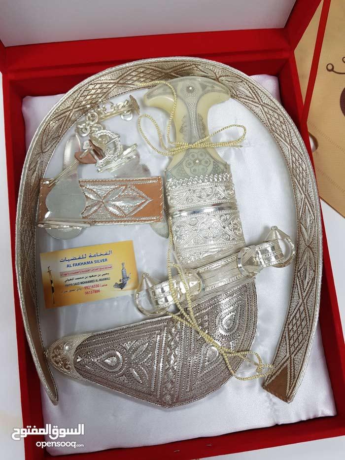 خنجر عمانية بسعر خيالي