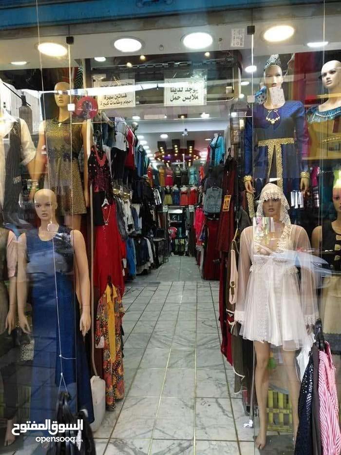 محل تجاري في اقوى شارع حيوي وتجاري في الزرقاء شارع الملك عبدالله