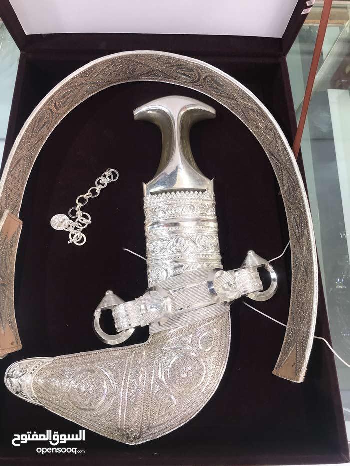 خنجر عمانيه اربع انواع توجد بأسعار مغريه ومناسبه