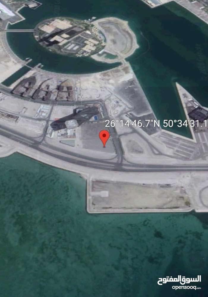 للبيع ارض سكني تجاري في خليج البحرين
