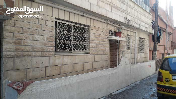 الوحدات شارع سميه قريب على الشارع بحوالي 25 متر