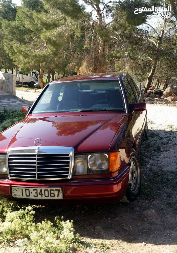 Maroon Mercedes Benz E 200 1991 for sale