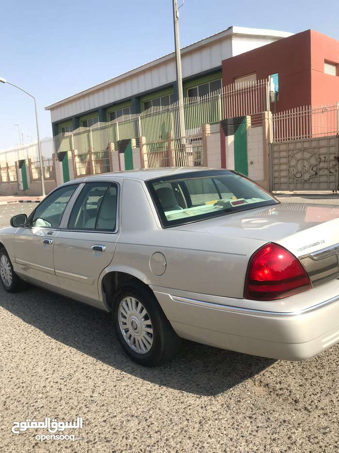 Ford Crown Victoria 2006 For sale - Beige color