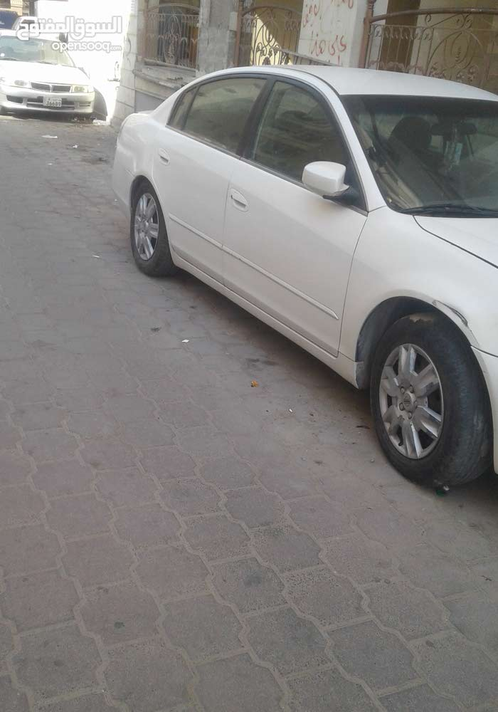 Automatic White Nissan 2005 for sale