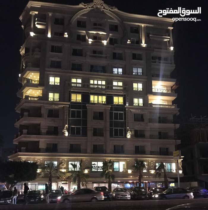 شقه تصلح للشركات والمراكز الكبرى للايجار( بمصر الجديده )
