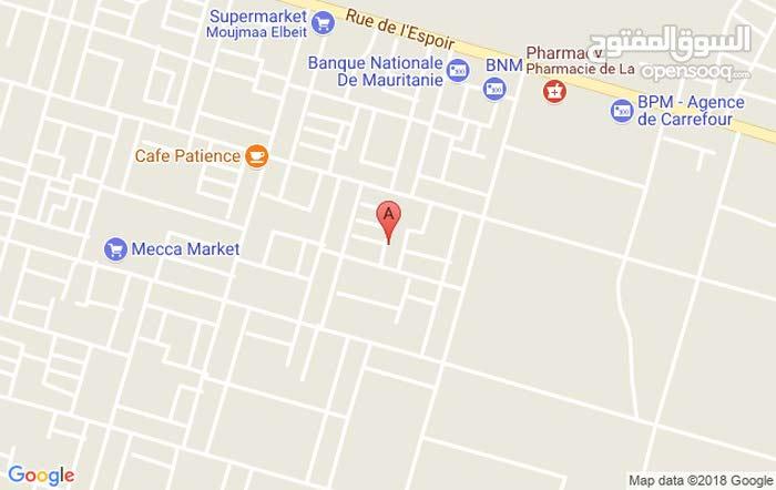 """سوق تجاري  للبيع في منطقة """"كرفور"""" (قرب"""